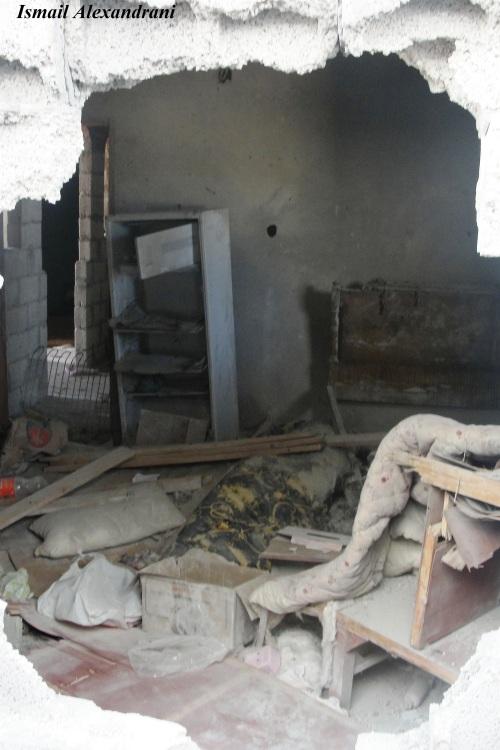 """آثار قصف منزل مأهول بقرية """"اللفيتات"""" يوم الجمعة 13 سبتمبر - التقطت الأحد 15 سبتمبر 2013"""