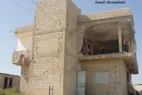 """آثار الدمار الذي طال أحد المنازل في قرية """"اللفيتات"""" يوم الجمعة 13 سبتمبر - التقطت الأحد 15 سبتمبر 2013"""