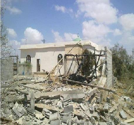 صورة لآثار القصف في قرية المقاطعة تداولها سكان القرية على مواقع التواصل الاجتماعي